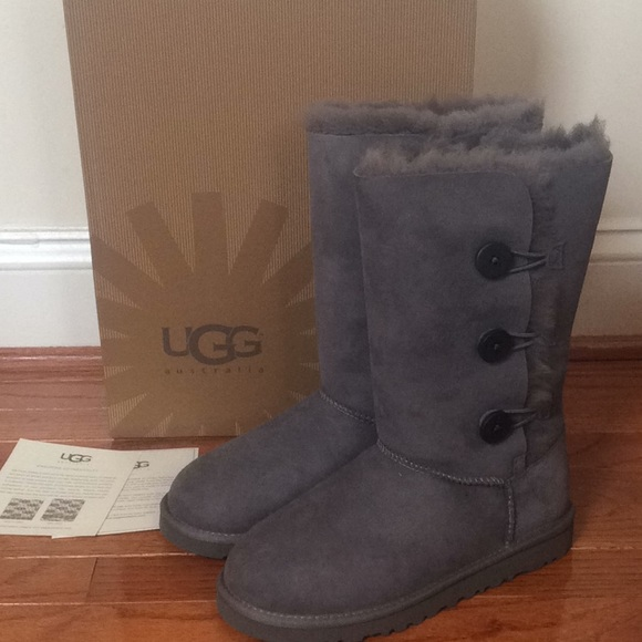 133cb6f367c 🆕 Authentic UGG bailey button triplet tall boots NWT